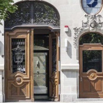 Haustür Tischlerei Dähne Objekt Magdeburg_Handwerkskammer - Vorderfront Eingangsbereich